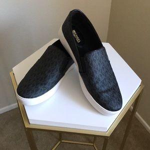 Michael Kors Logo Slip-on sneaker 8.5 size